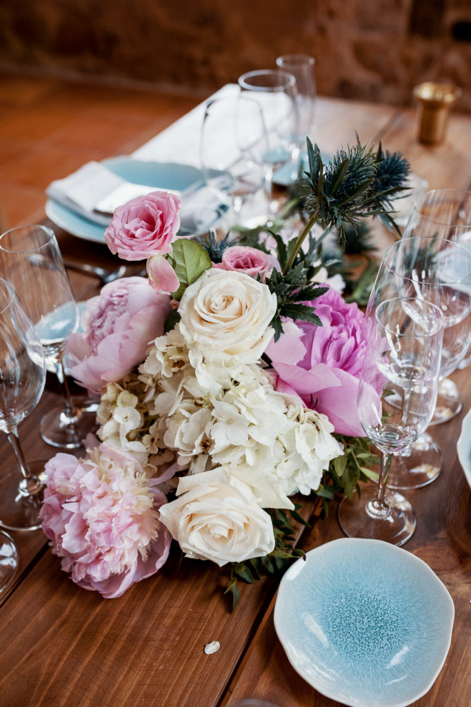 wedding centerpiece with pink and white flowers and blue plates, Barcelona Brides