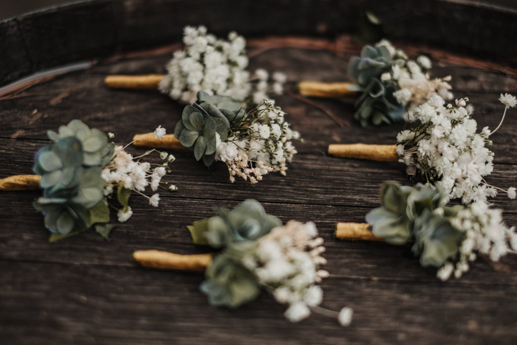boutonnieres made of babys breath and greenery, almiral de la font, barcelona brides