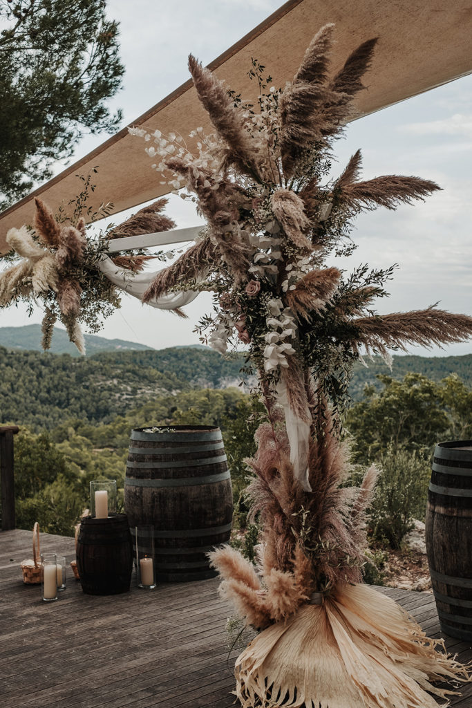 wedding altar covered in neutral florals and natural grasses, almiral de la font, barcelona brides
