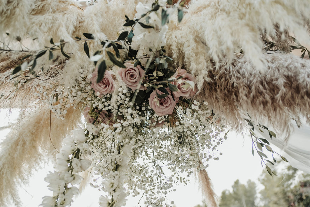 neutral foral installment with pink roses, babys breath, and grasses at wedding almiral de la font, barcelona brides