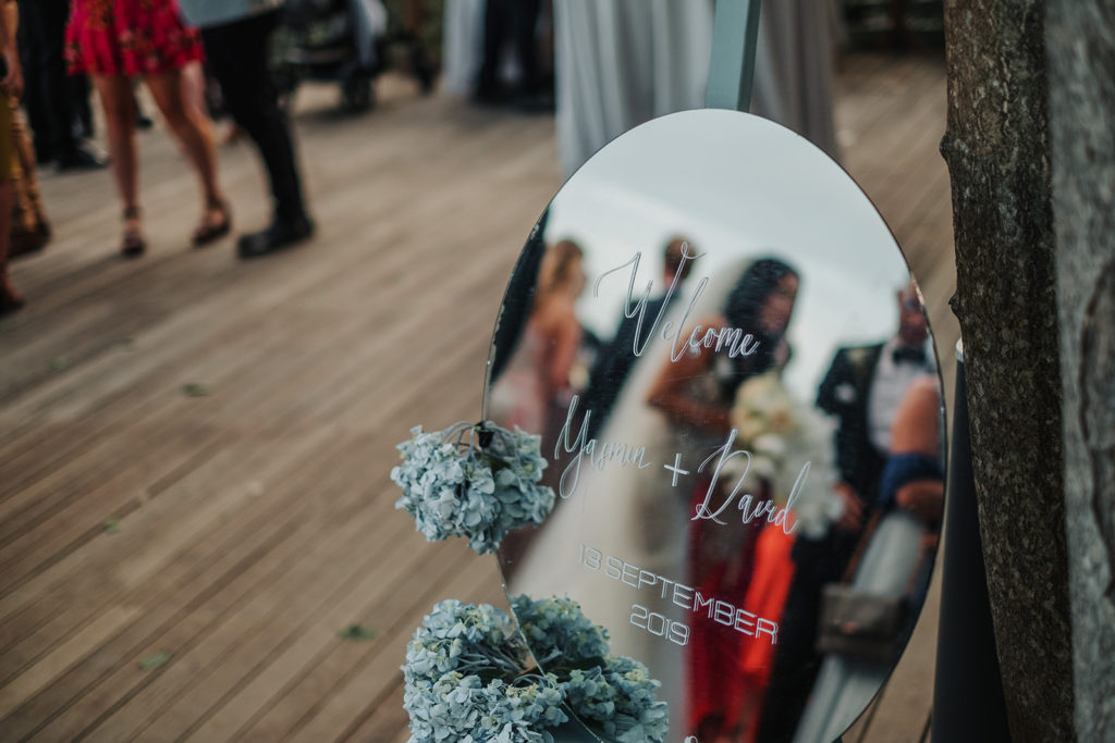 welcome wedding sign written on mirror, almiral de la font, barcelona brides
