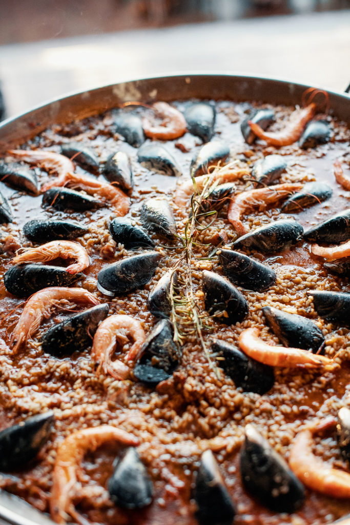 paella with mussels and shrimp